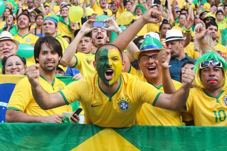 torcida brasileira gritando